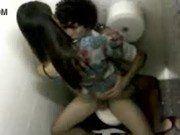 Ninfeta fazendo sexo no banheiro