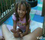 Novinha asiatica na punheta