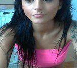 Ninfetinha tatuada se masturbando na webcam