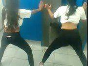Duas Novinhas Dançando Na Escola Que Maravilha
