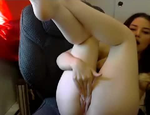 Ninfetinha fica peladinha na webcam caiu na net