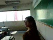 Safada da escola se masturbando na sala de aula Video amador
