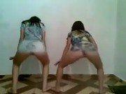 Novinhas safadas dançando na frente da cam